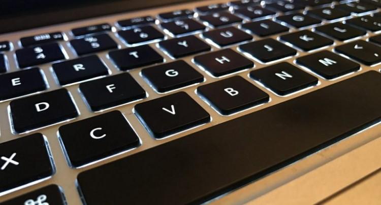 Clavier d'ordinateur pour écrire pour le web